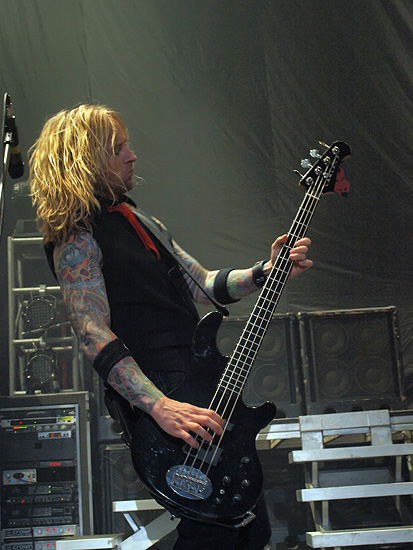 photo-Stevie-Benton-back-vocals-Drowning-Pool