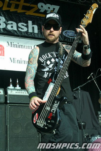 photo-Stevie-Benton-bass-guitar-band-Drowning-Pool