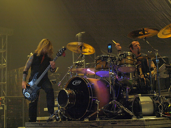 photo-Stevie-Benton-bass-guitar-Drowning-Pool